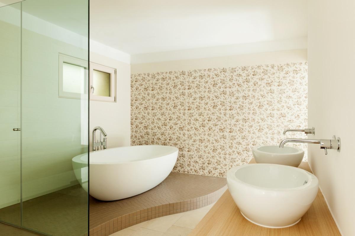 Wereldkaart behang inspiratie tips - Behang in de badkamer ...